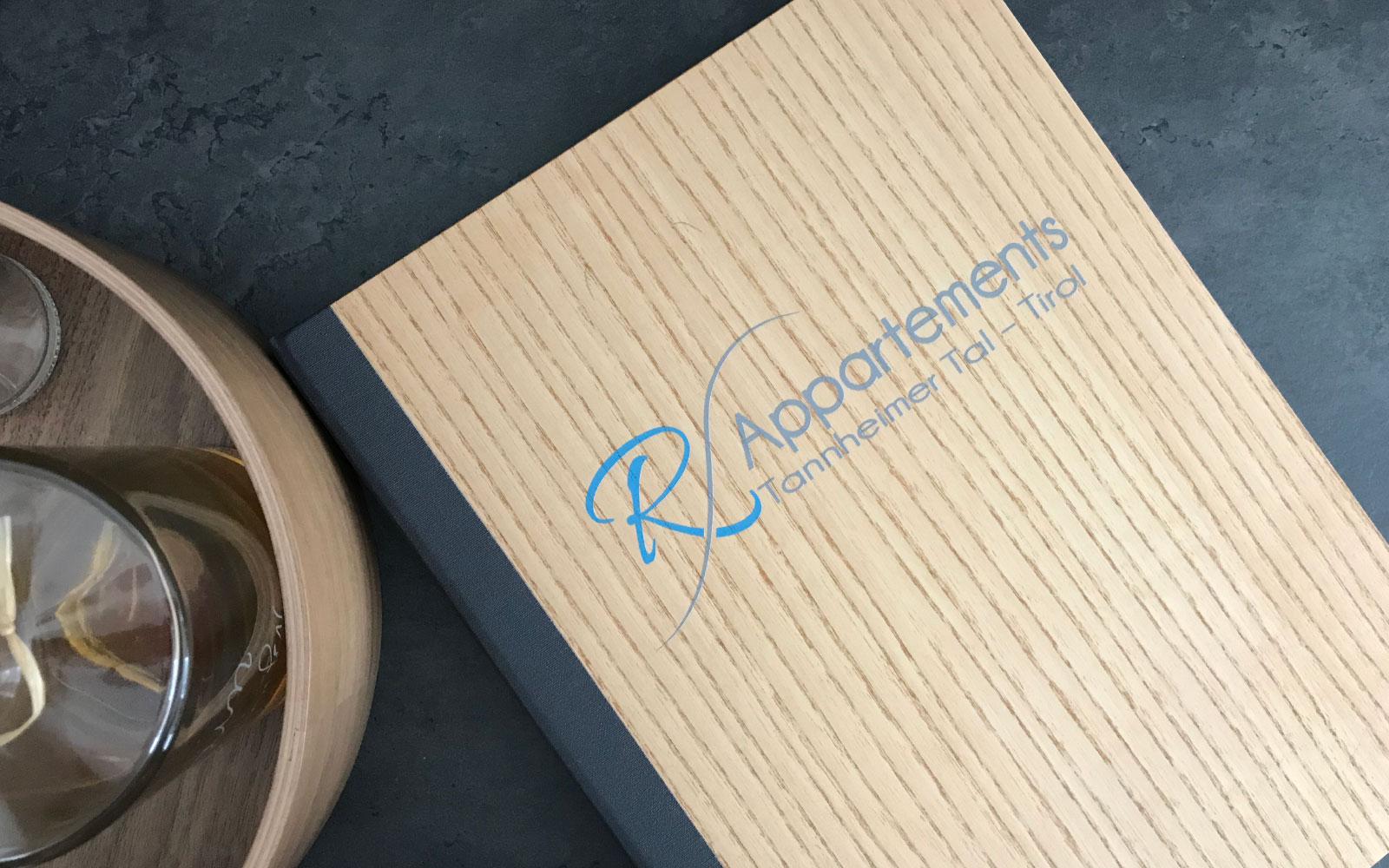 Speisekarte aus Holz Showcase